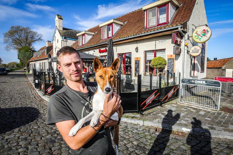 Jim met zijn hondje Bacco.