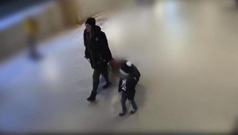 Het jongetje was eerder met een vrouw op het station, was op camerabeelden te zien. Beeld Politie