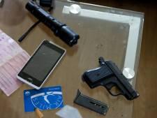 Agenten pakken drugsdealers op in Tiel en vinden vuurwapen in Culemborgse woning