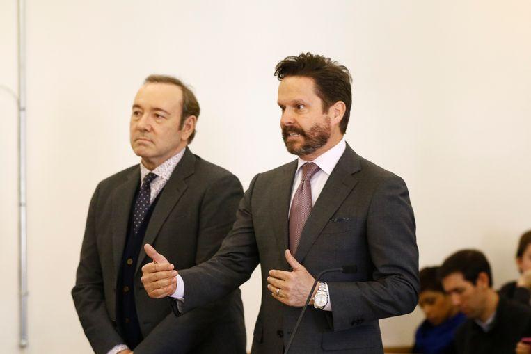 Kevin Spacey en zijn advocaat Alan Jackson tijdens een eerdere zitting in januari dit jaar. Beeld AFP