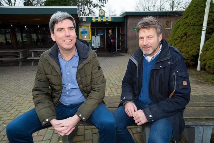 Eppe Nieuwenhuis (rechts) en voorzitter Remi Smeets hebben grote plannen met Graaf Willem II/VAC.