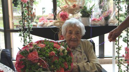 Georgina blaast 100 kaarsjes uit in Waterdam
