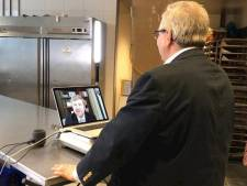 Koning videobelt met naamgenoot in Rijssen op dagbesteding, 'wat een aardige meneer!'