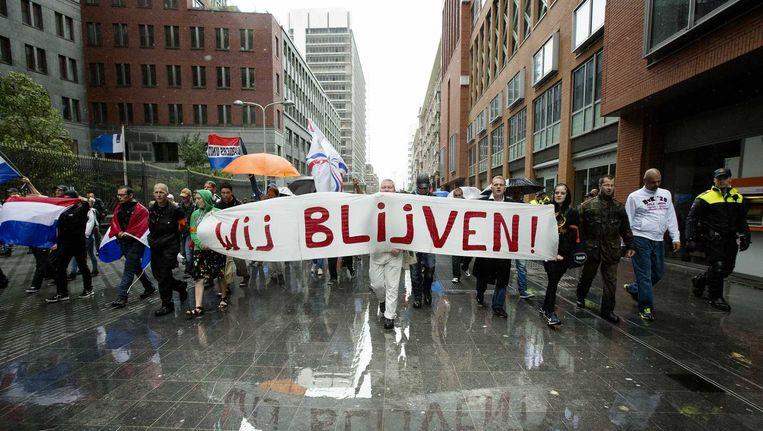 Pro- en anti-islamistische betogers mogen voorlopig in geen enkele Haagse woonwijk demonstreren. Beeld anp