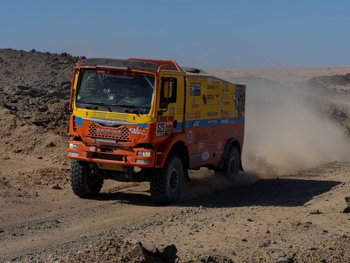 Rainbow Truck Team met Gerrit Zuurmond, Jasper Riezebos en Klaas Kwakkel in actie tijdens de eerste etappe van Dakar 2020.