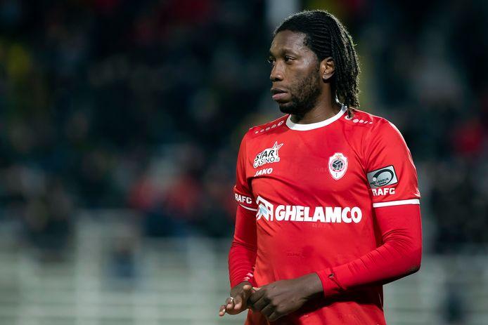 Dieumerci Mbokani speelde al PO 1 met Anderlecht, nu voor het eerst met Antwerp.