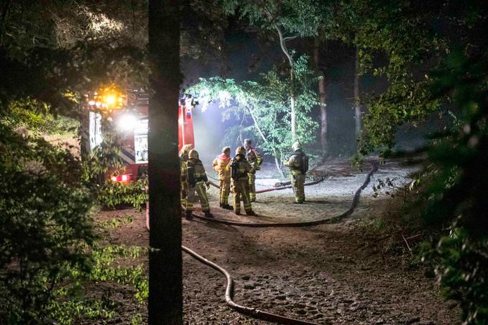 De brand woedde in een bosperceel vlak bij een bungalowpark in Beekbergen.