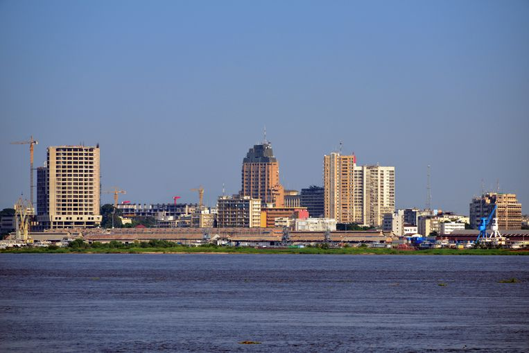 Kinshasa telt ongeveer 12 miljoen inwoners.