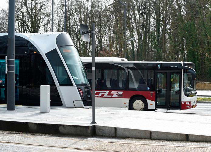 Een Luxemburgse tram en bus.