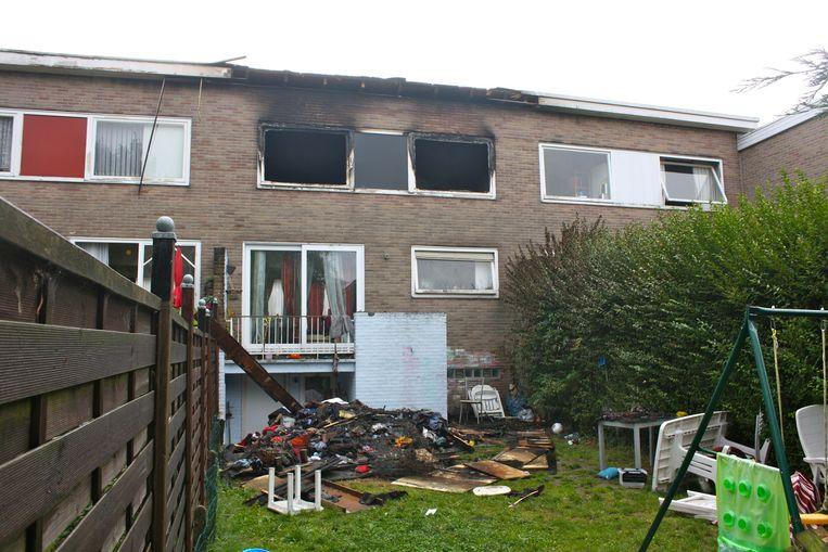De bovenverdieping van de woning brandde volledig uit.