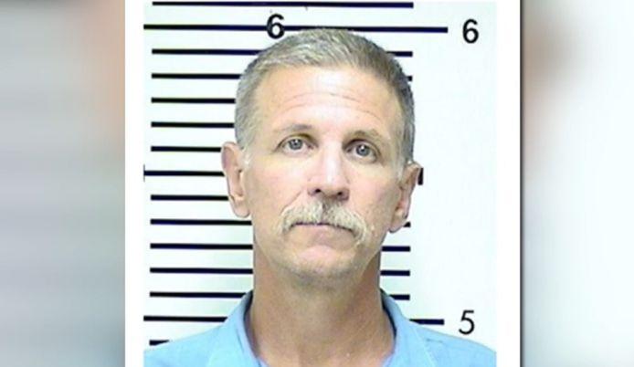 Verdachte David Misch (59) zit al decennia een celstraf uit voor de moord op een vrouw in 1989. Hij wordt  eveneens ervan verdacht in 1986 twee jonge vrouwen om het leven te hebben gebracht.