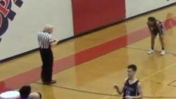 Het ene moment heeft basketbalref nog weelderige blonde haardos, één (mislukte) pass later is hij plots alles kwijt
