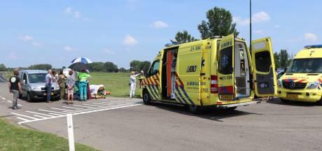 Fietser en automobilist botsen op elkaar in Wijk en Aalburg