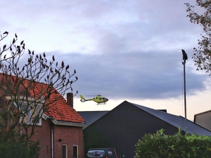 De traumahelikopter landde op het terrein van een nabijgelegen zand- en grindbedrijf.