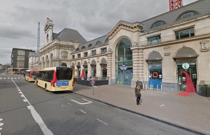 L'incident s'est produit devant la gare de Namur.