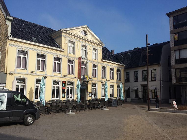 Zaal De Kring op de Markt in Zottegem. Davy stond buiten een sigaret te roken toen hij werd aangevallen.