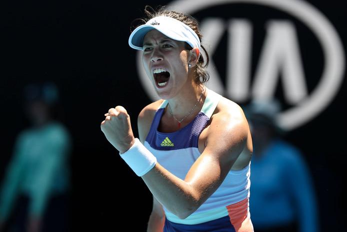 Garbine Muguruza schreeuwt het uit nadat ze de halve finale van de Australian Open heeft bereikt.
