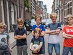 VIDEO: Zes voetbalmusketiers, één missie: 'Voetbalveldje in de binnenstad'