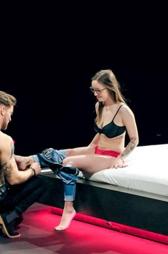 """In 'Uit de kleren' moeten singles elkaar na 90 seconden al uitkleden: """"Daten in ondergoed is het middel, niet het doel"""""""
