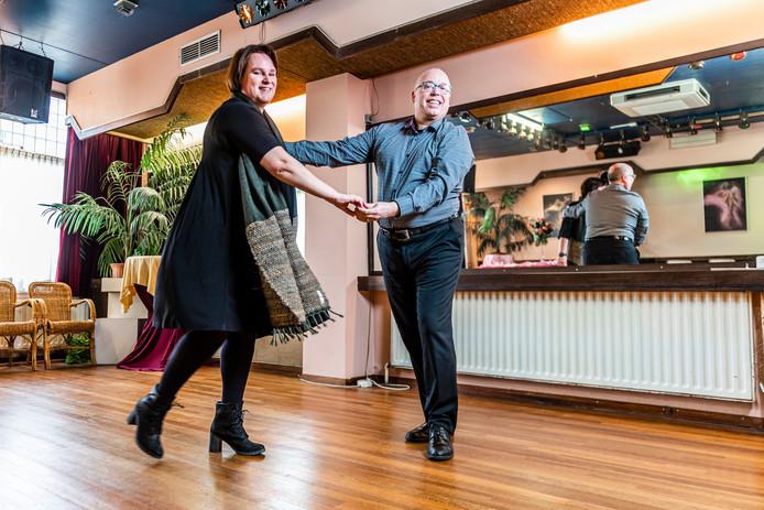 Monica Leuring en Gudo Cools peilden voorzichtig of hun idee, danslessen voor mensen met dementie, levensvatbaar was. Iedereen zei dat ze meteen moesten beginnen.