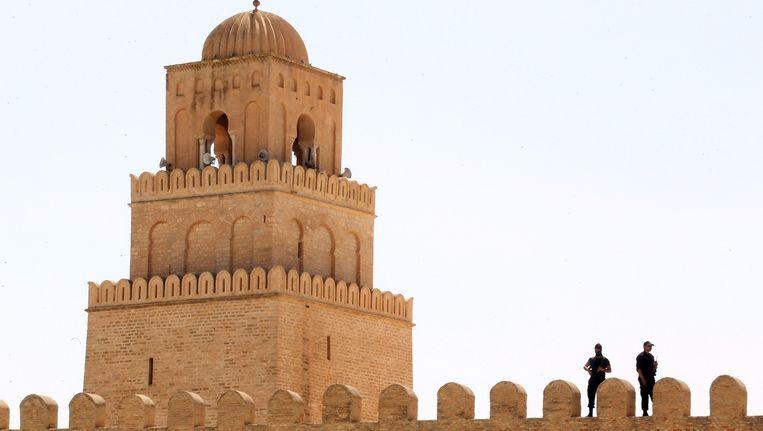 Archieffoto: Bewakers op een moskee in Tunesië Beeld afp
