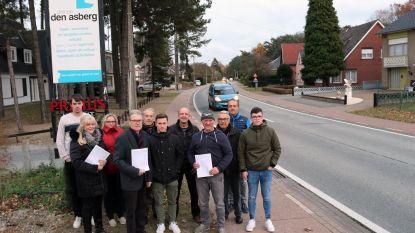 """95 buurtbewoners ondertekenen petitie: """"Wij willen 50 km/u en trajectcontrole in onze straat"""""""