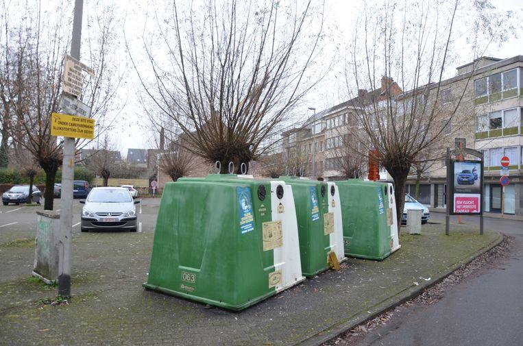 Onder meer in de Oud-Strijderslaan in Lokeren werd een extra glasbol geplaatst.