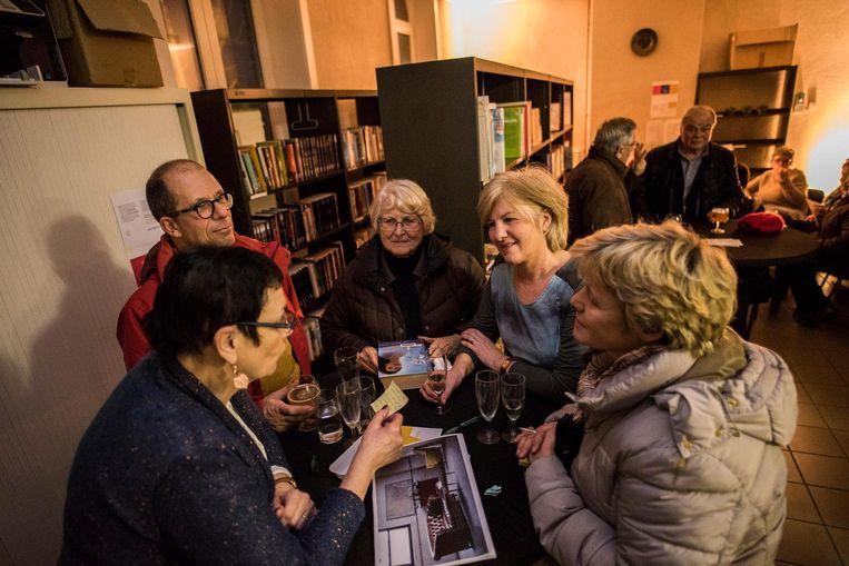 De inwoners bespreken tijdens Radio Roesbrugge-Haringe enkele voorstellen.