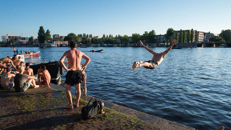 De reddingsbrigade adviseert nooit alleen in open water te zwemmen, maar altijd met een groepje. Beeld Mats van Soolingen