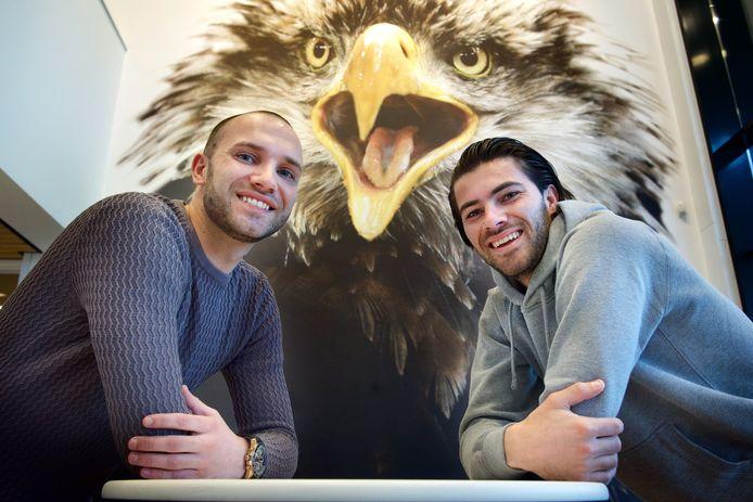 Sonny Bosz (links) met zijn Gino Bosz, voetballer bij Go Ahead Eagles.