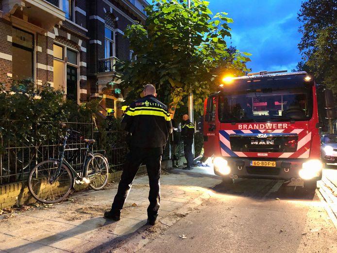 Brandweer in actie bij de bedbrand in Arnhem.