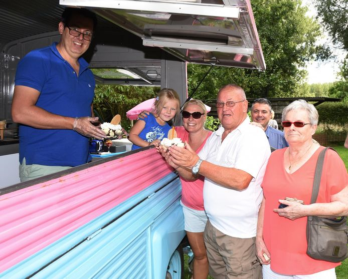 Freddy en Josee kwamen gezellig een ijsje eten in Paddenbroek.