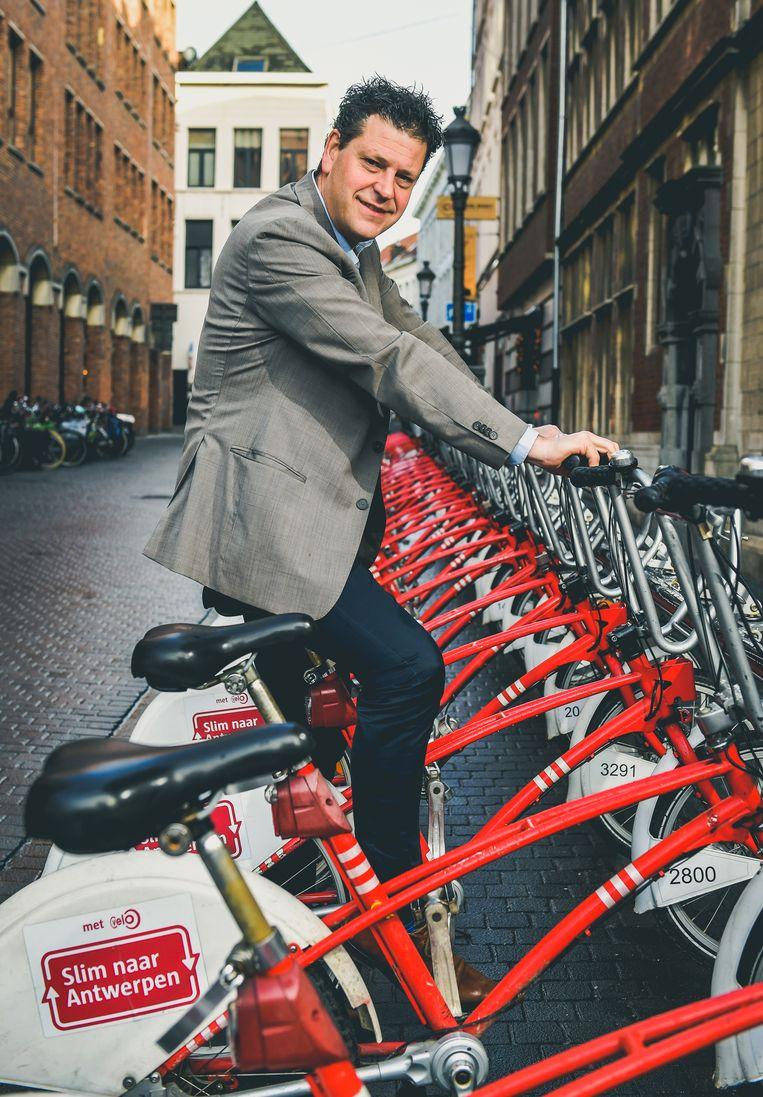 Tom Meeuws is een verwoed fietser en wil geen dienstwagen.