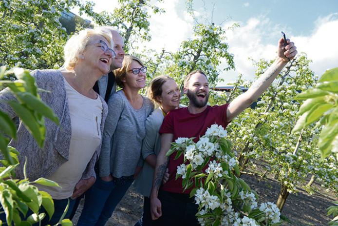 De gezinsleden van de familie Franken schrijven om beurten over het wel en wee op hun fruitteeltbedrijf in Bergen op Zoom.