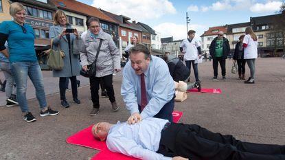 Burgemeester speelt voor reanimatiepop