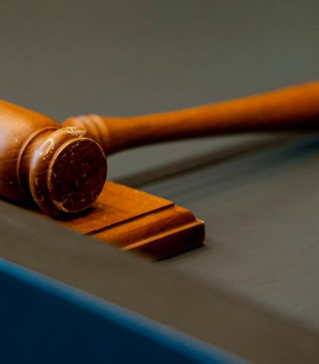 Celstraf voor man uit Dronten die zoon belaagde
