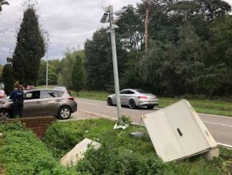 Bestelwagen ramt site van nummerplaatlezer