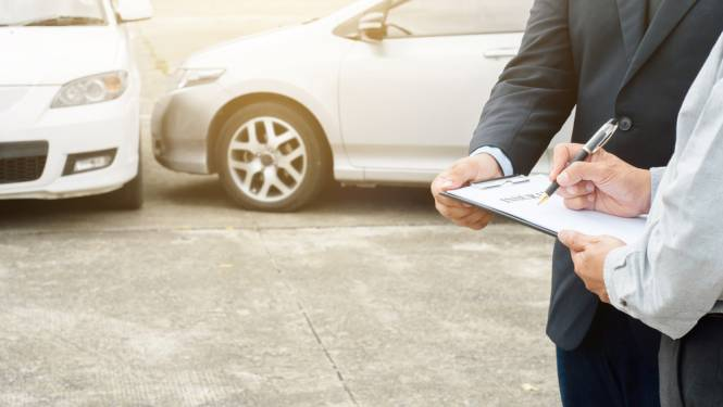 Fraudeurs maken autoverzekering tot 24 euro duurder