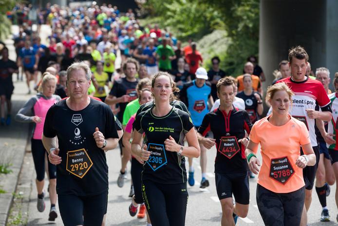 Deelnemers aan de BrandLoyalty Vestingloop.