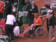 À bout de forces, Kiki Bertens quitte le court en fauteuil roulant après sa victoire au 2e tour