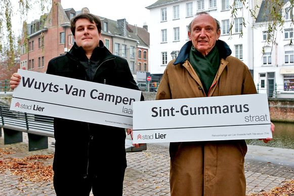 Schepen Rik Verwaest en burgemeester Frank Boogaerts samen op een archiefbeeld.