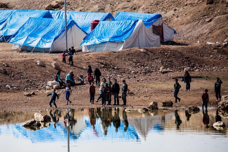 Het kamp in Ain Issa, Syrië. Vooral families van gedode of gearresteerde IS-strijders verblijven hier. Beeld NurPhoto via Getty Images
