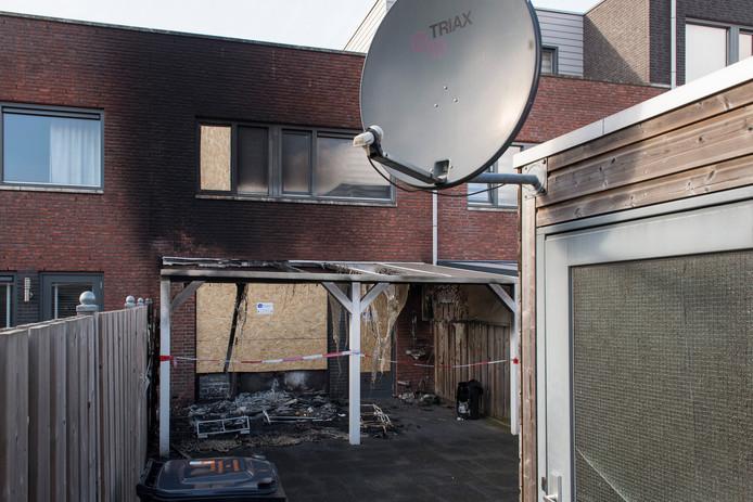Brandschade bij een woning aan de Roosjestin in Tiel.