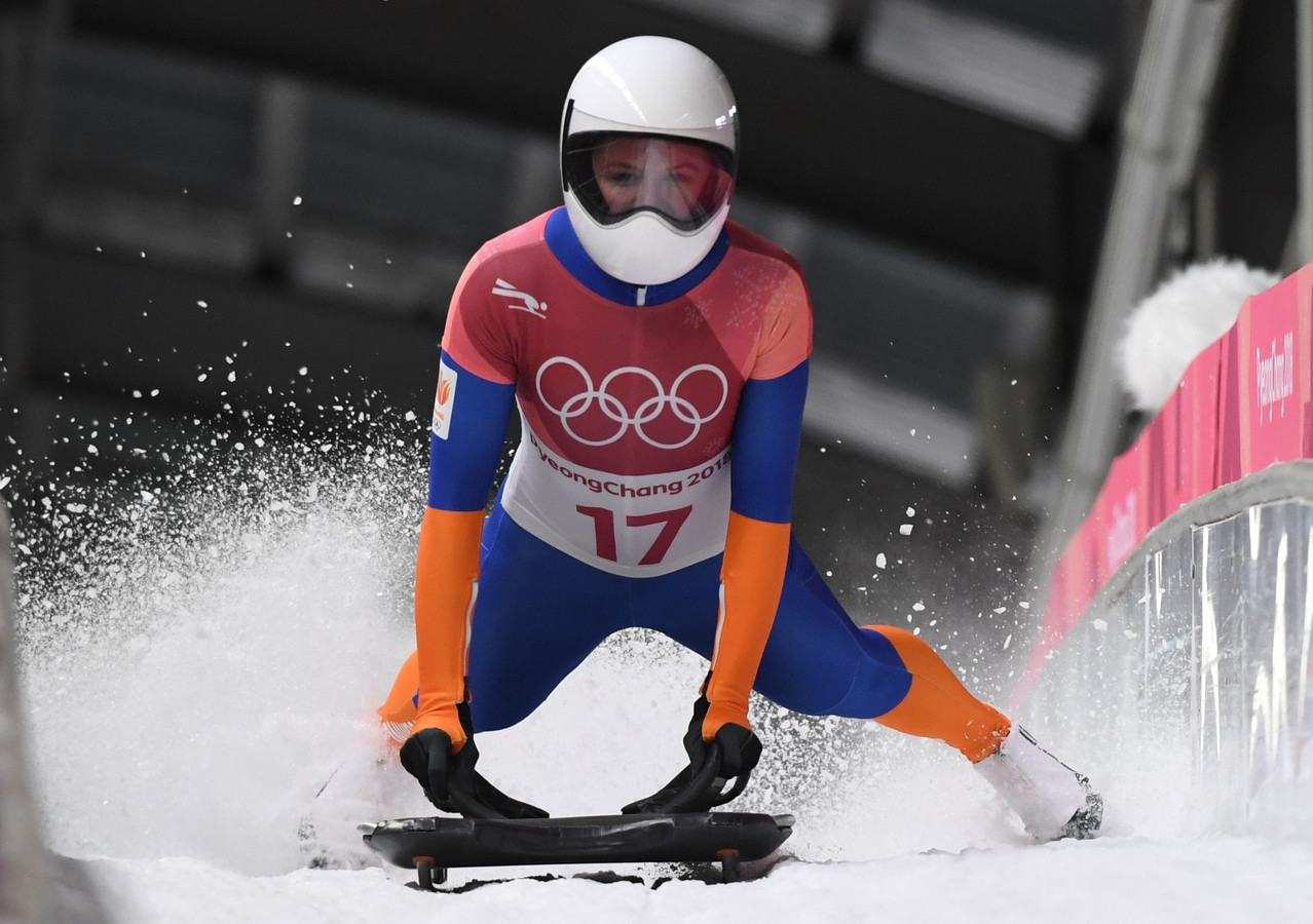 2018-02-17 20:36:14 Netherlands' Kimberley Bos competes in the women's skeleton heat 3 run during the Pyeongchang 2018 Winter Olympic Games, at the Olympic Sliding Centre on February 17, 2018 in Pyeongchang. / AFP PHOTO / Mark RALSTON