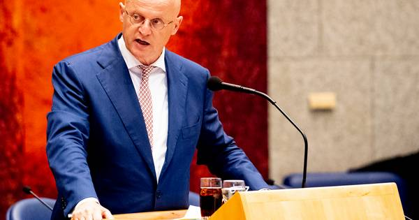 Grapperhaus over wachttijden CBR: 'Ga verlopen rijbewijs ouderen echt niet gedogen'