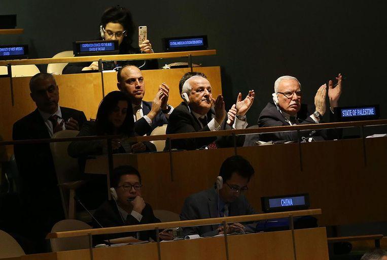 De Palestijnse delegatie na de stemming in de Veiligheidsraad. Beeld afp