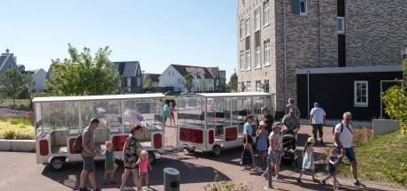 Dit toeristentreintje rijdt dwars door woonwijk in Harderwijk, tot ergernis van sommige bewoners