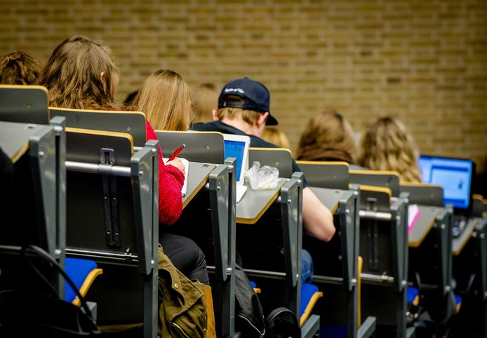 Studenten in een collegezaal.