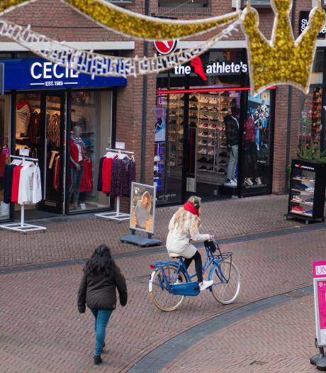 Apeldoorn pakt fietsers in voetgangersgebied hard aan: aantal boetes meer dan verdubbeld
