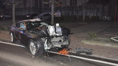 Ford Mustang total loss na crash